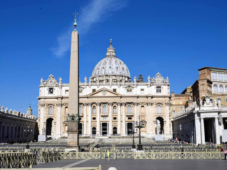 vatican-city-holy-see-italy-italia-rome-piazza-san-pietro.jpg