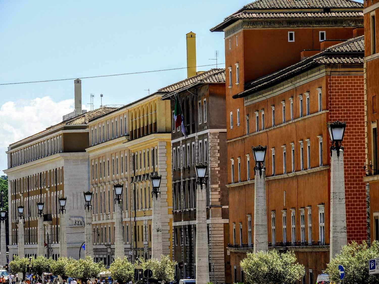 vatican-city-holy-see-italy-italia-rome-san-pietro-piazza.jpg