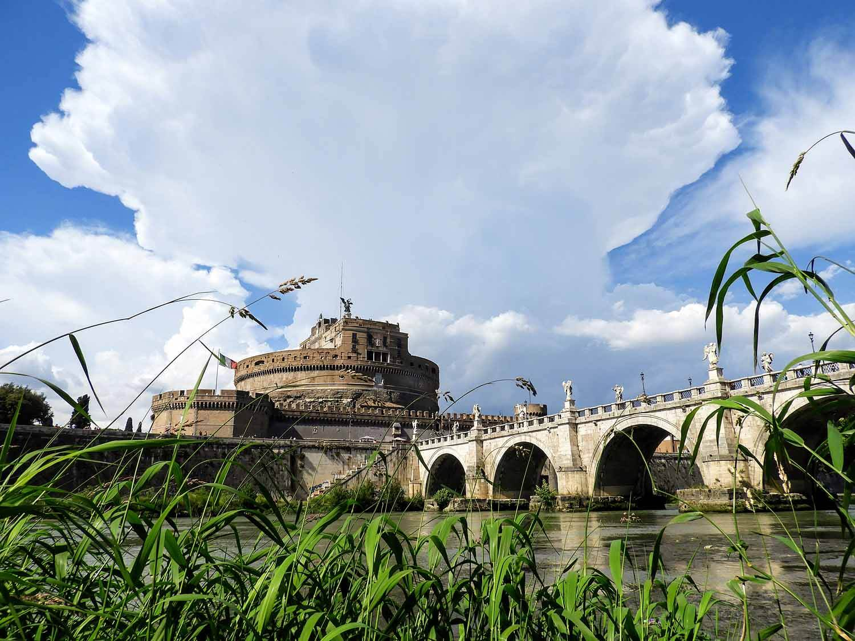italy-italia-romes-st-angelo-bridge-ponte-sant-angelo-river.jpg