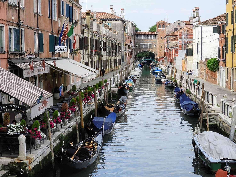 italy-italia-venice-canal-boats-water.jpg
