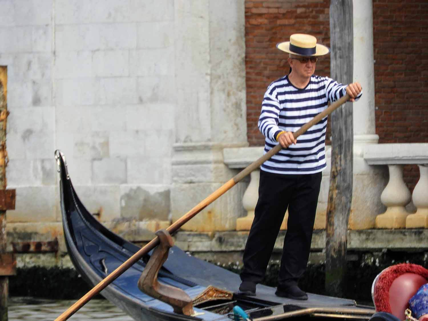 italy-italia-venice-ganola-row-hat-stripped-hat.jpg