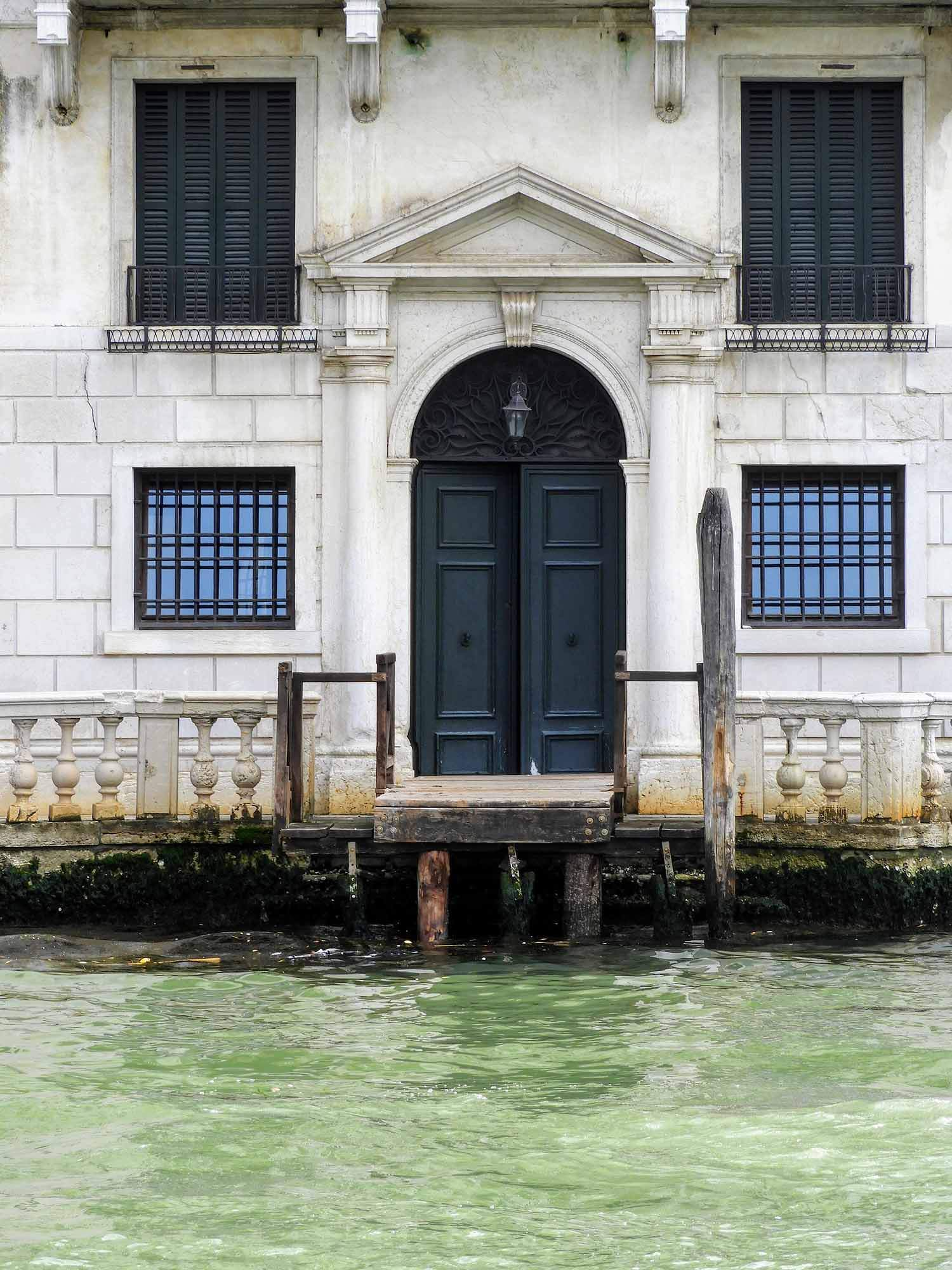 italy-italia-venice-water-door-entrance.jpg