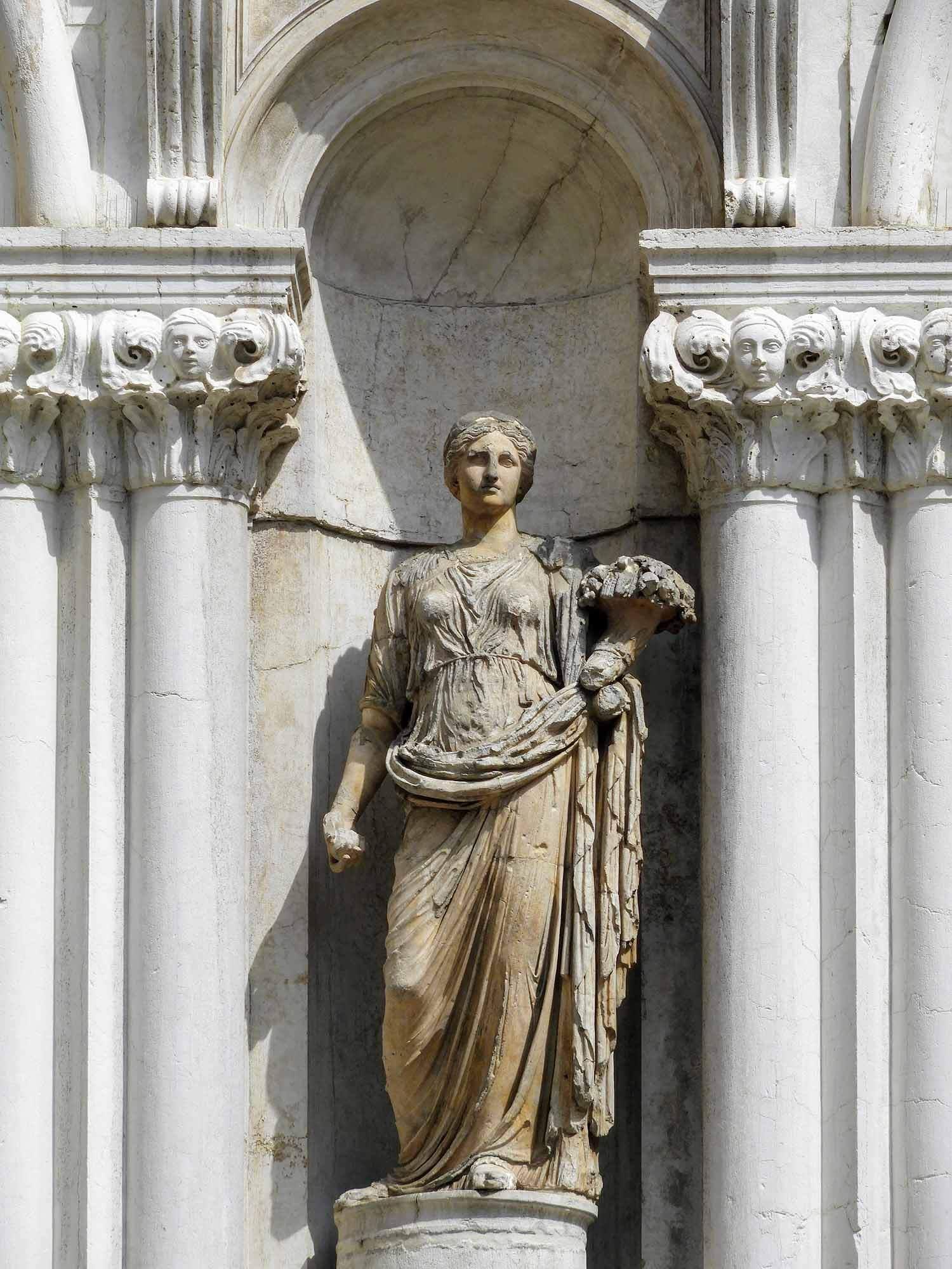 italy-italia-venice-palazzo-ducale-marble-statue.jpg