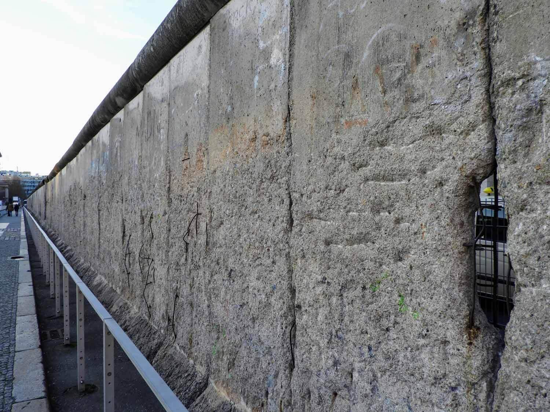 germany-berlin-wall-cold-war-soviet-union-west-vs-east-concrete.jpg