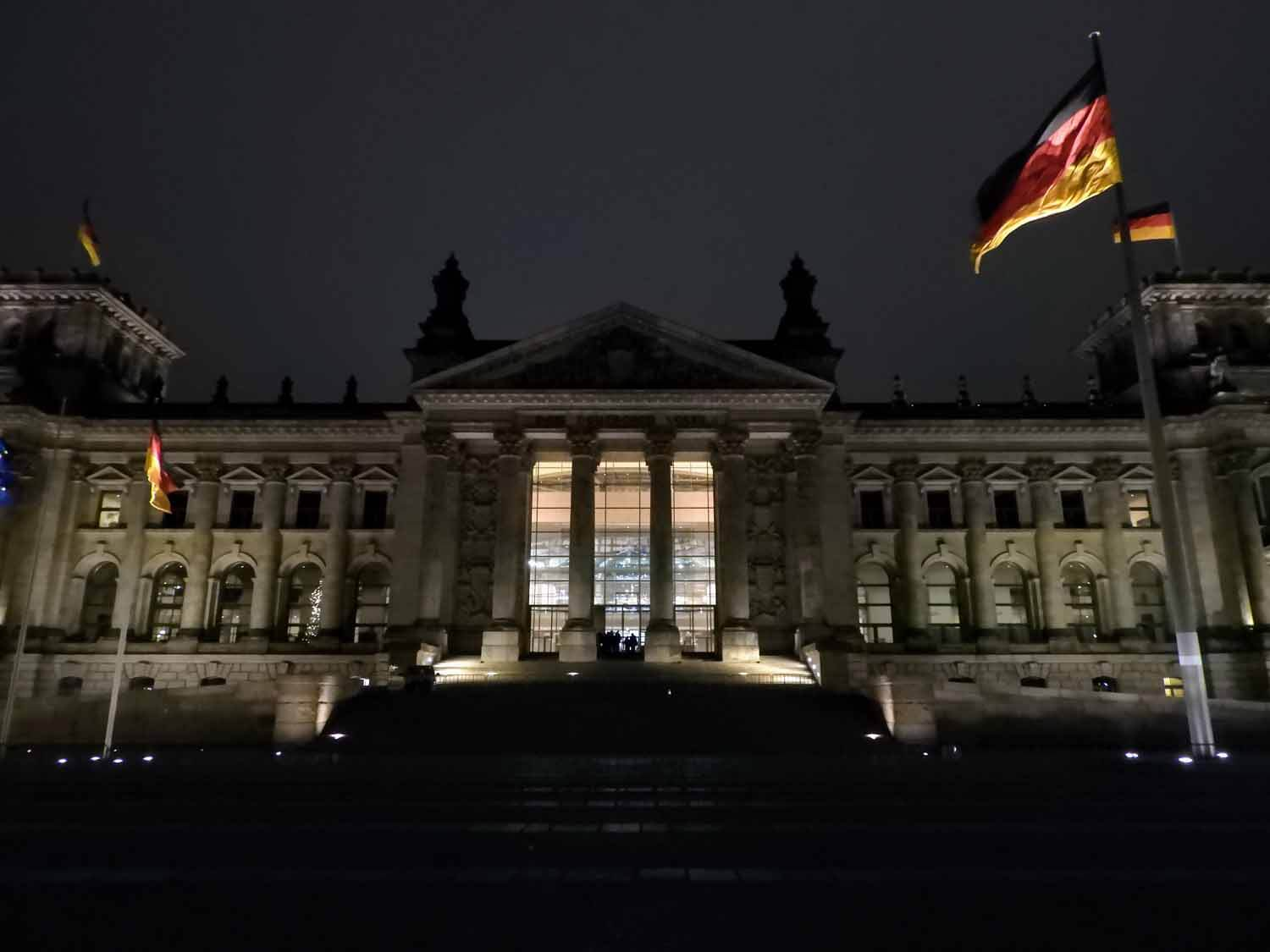 germany-berlin-reichtstag-building-government-building-exterior.jpg