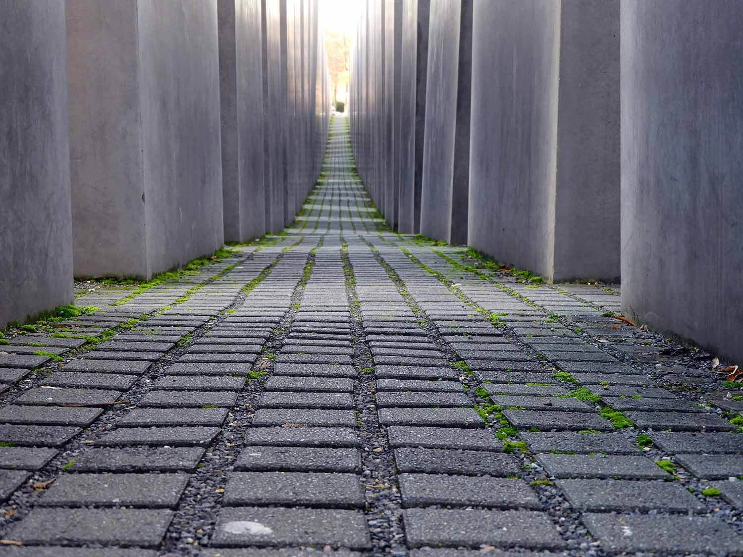 germany-berlin-monument -murded-jews-cobble-stones.jpg
