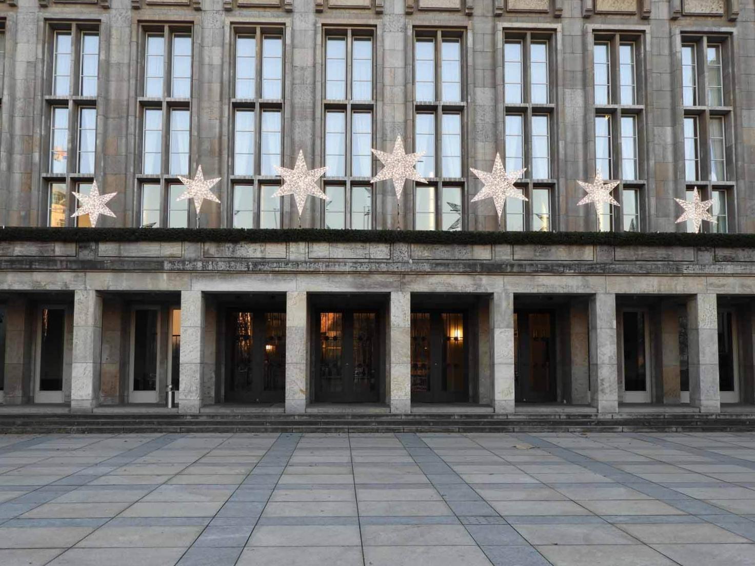 germany-berlin-government-building-stars.JPG