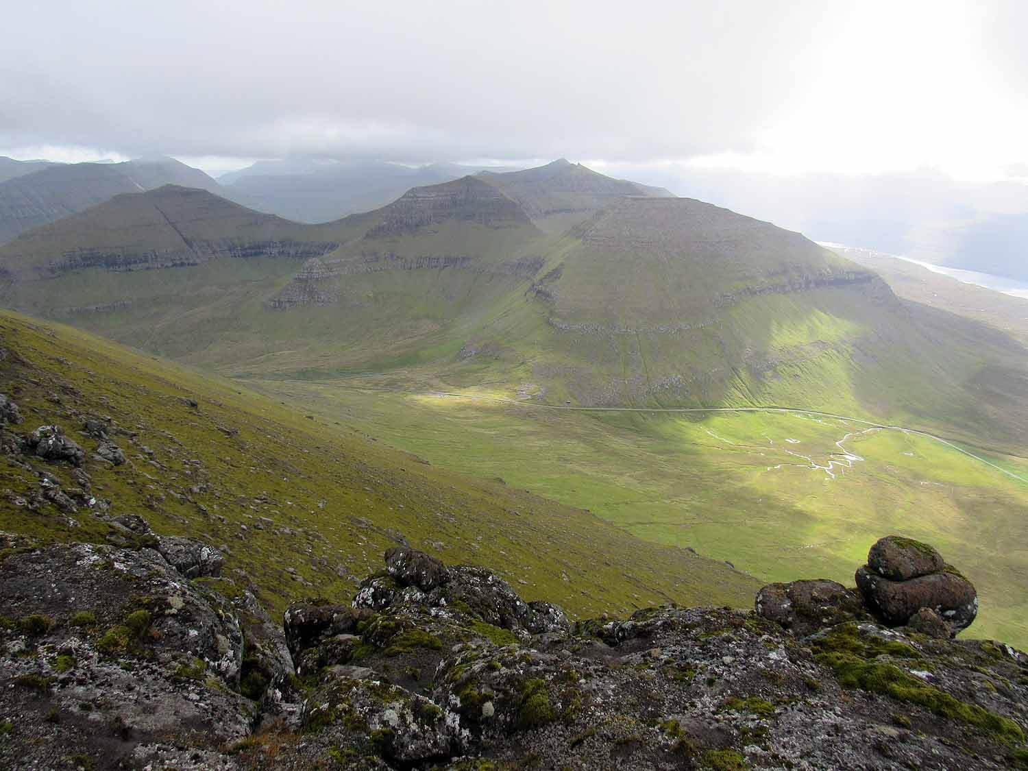 denmark-faroe-islands-slættaratindur-highest-peak-view-valley.JPG