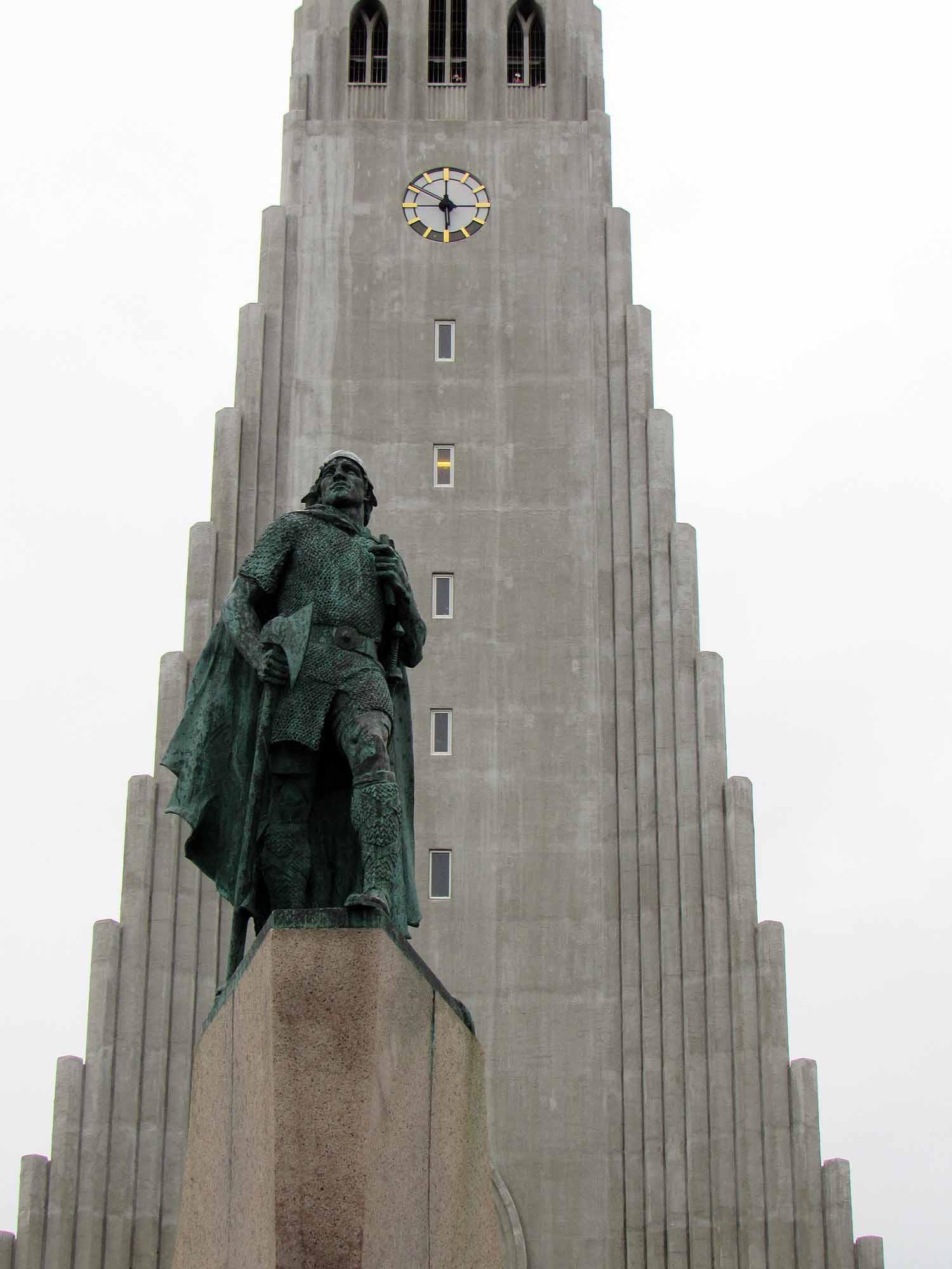 iceland-reykjavík-cathedral-statue.JPG