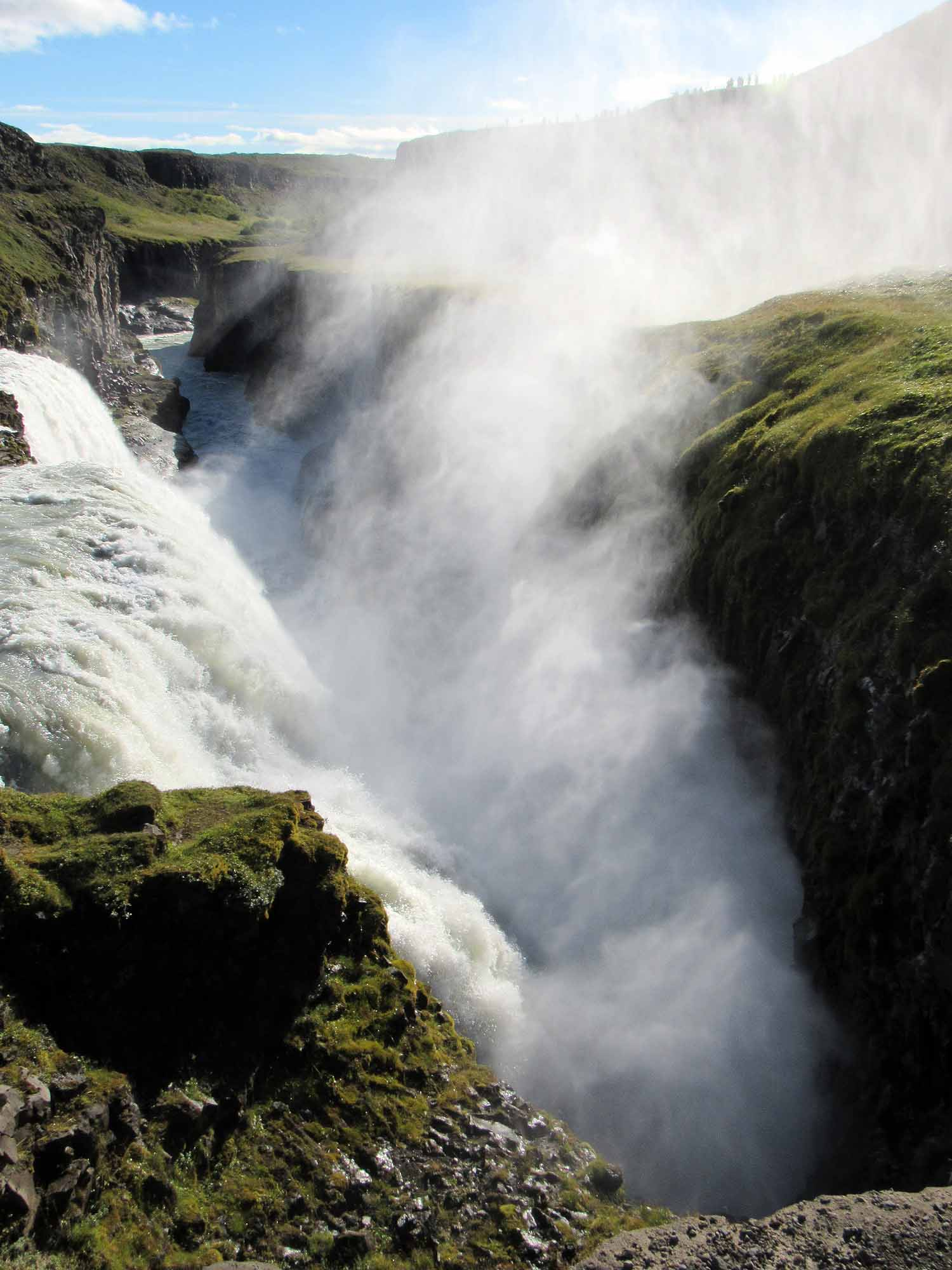 iceland-gullfoss-waterfall-canyon-gorge-mist.JPG
