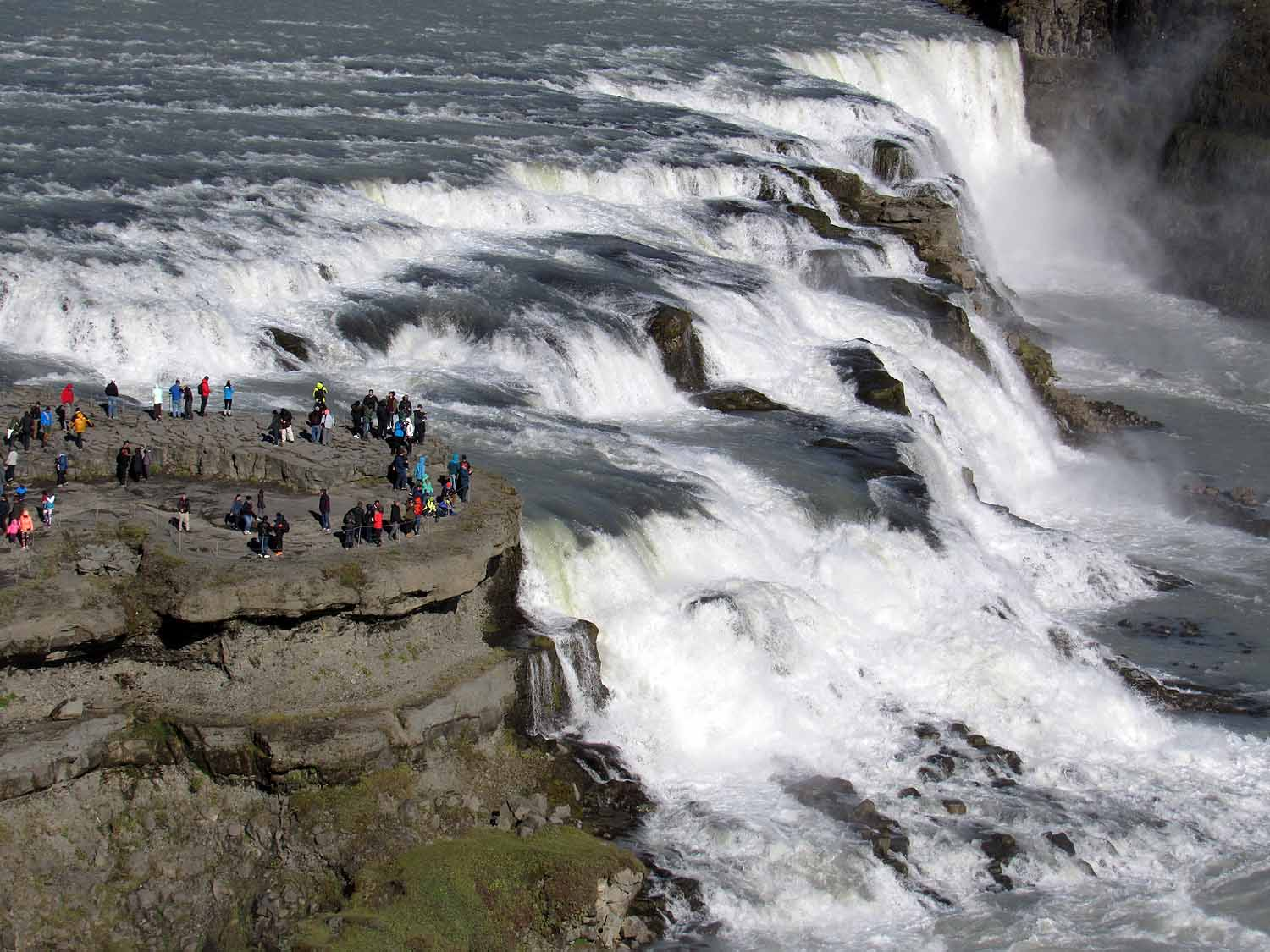 iceland-gullfoss-waterfall-huge-viewing-platform.JPG