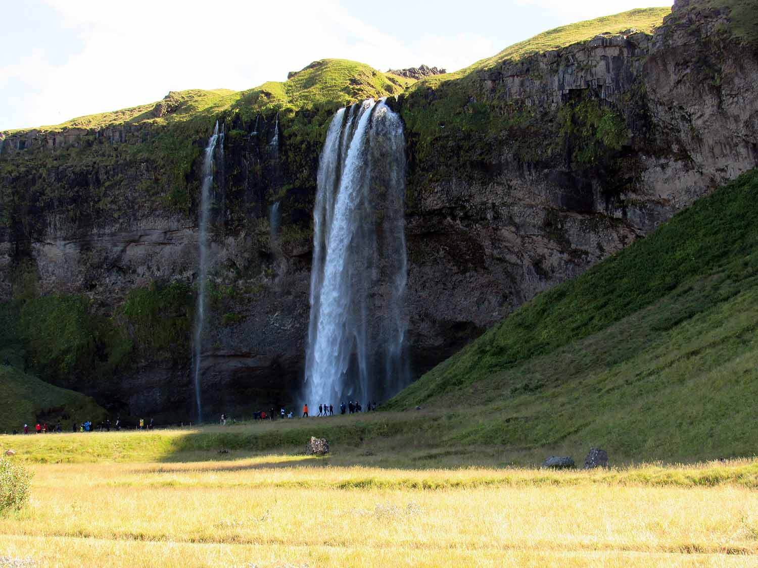iceland-seljalandsfoss-side-view.JPG