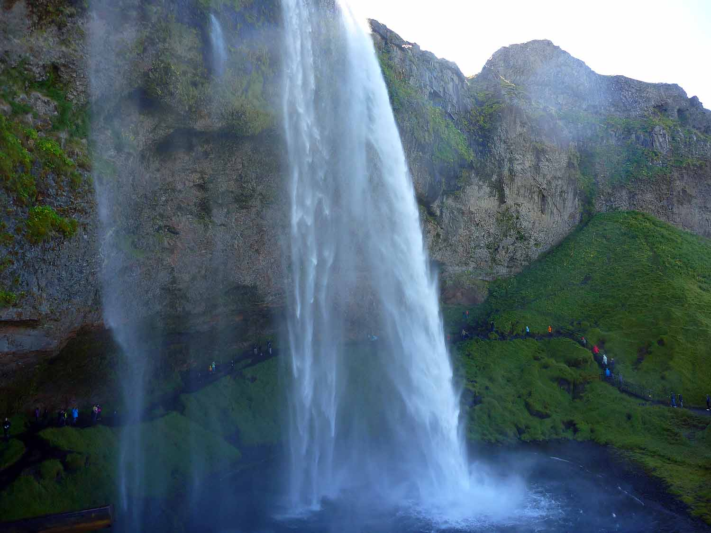 iceland-seljalandsfoss-waterfall.JPG