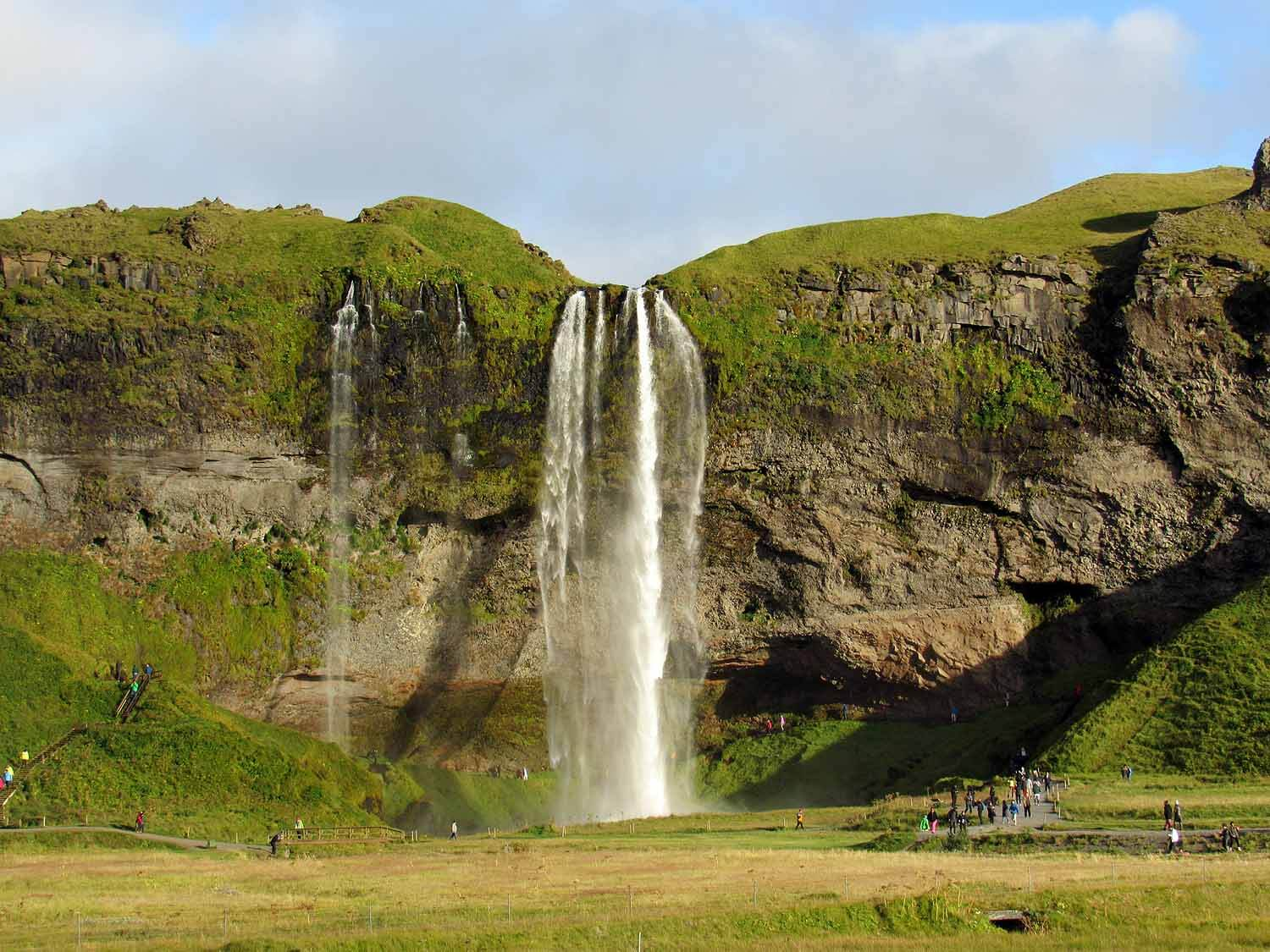 iceland-seljalandsfoss-waterfall-cliff.JPG