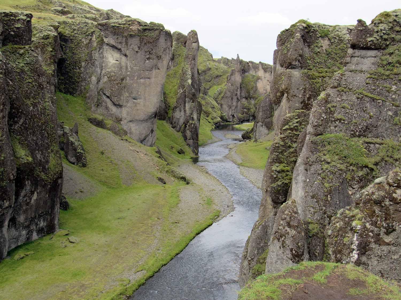 iceland-fjaðrárgljúfur-river-canyon-mossy-lava.JPG