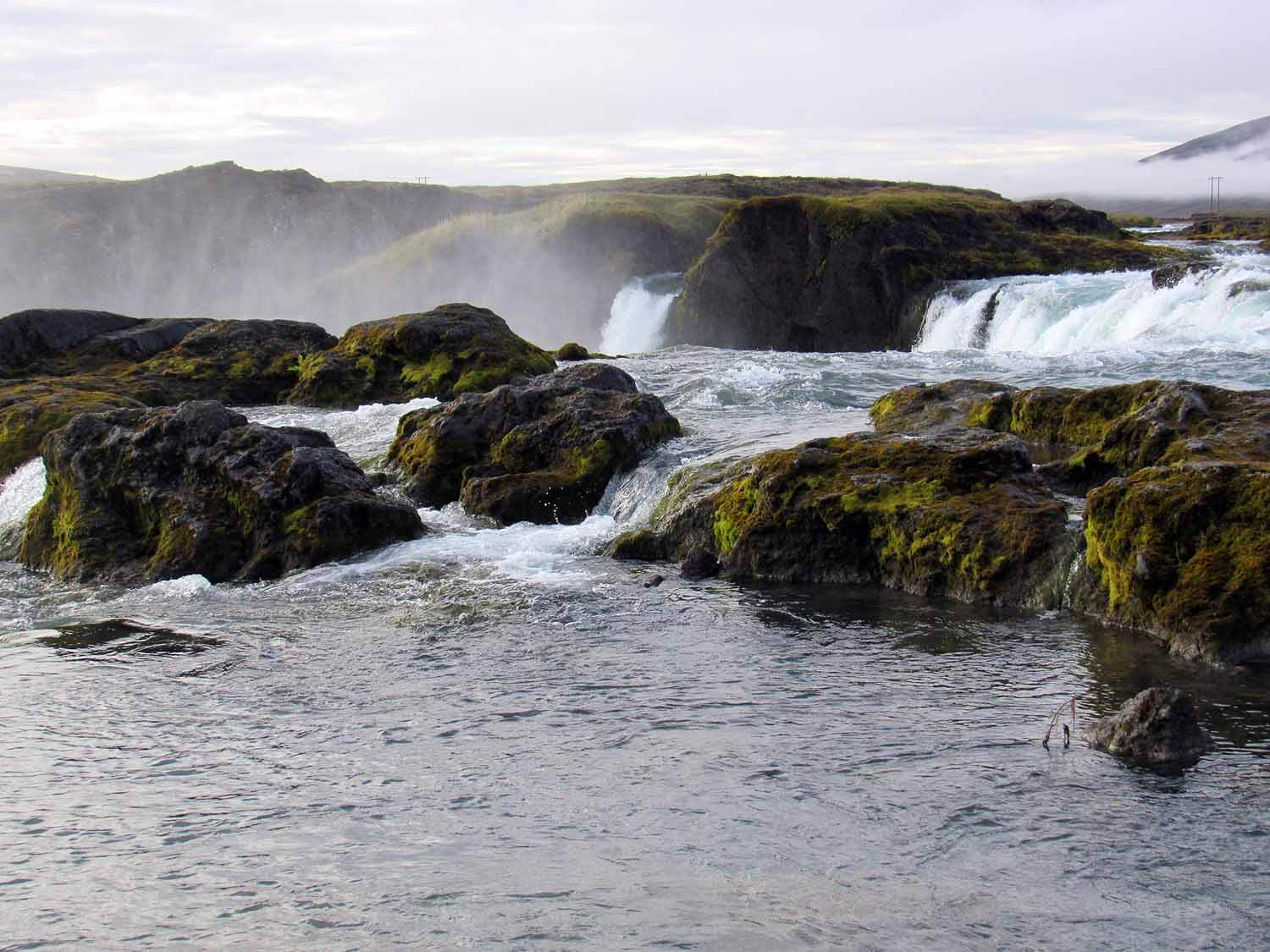 iceland-godafoss-waterfall-river-mossy-rocks.JPG