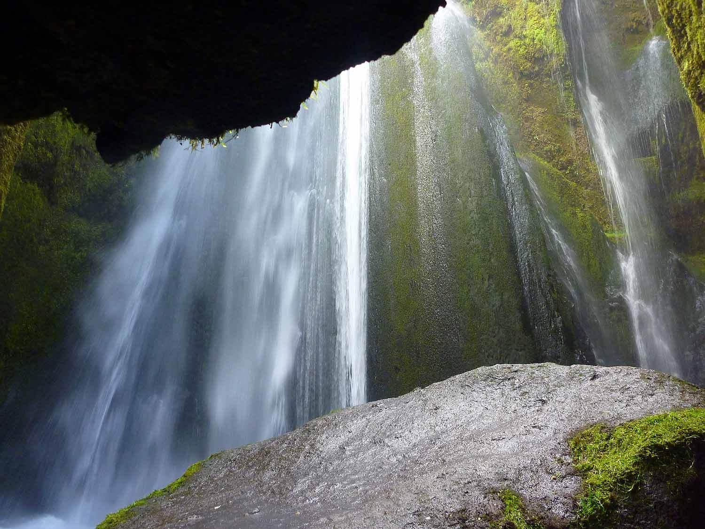 iceland-gljúfrabúi-waterfall-cave-falls.JPG