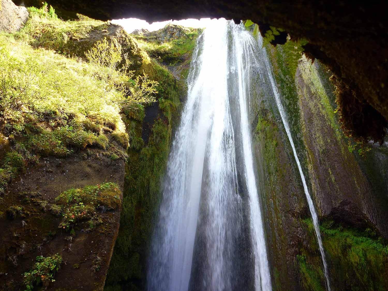iceland-gljúfrabúi-waterfall-cave-waterfall.JPG