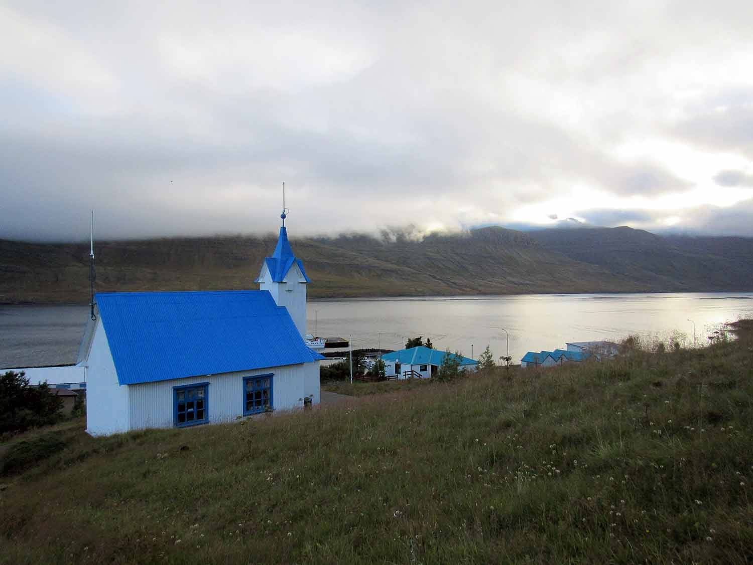 iceland-east-eastfjords-djúpavogskörin-blue-roof.JPG
