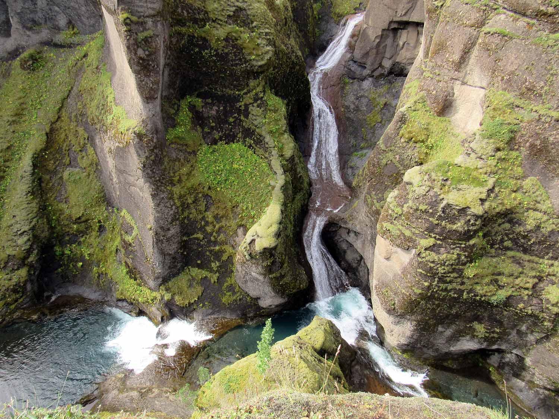 iceland-fjaðrárgljúfur-river-canyon-mossy-lava-waterfall.JPG