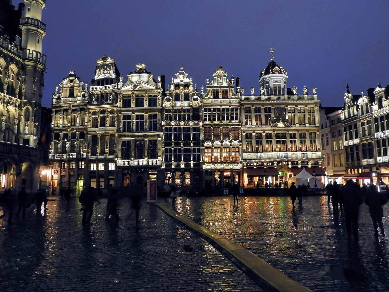 belgium-brussels-grand-place-night-light-show-music.jpg