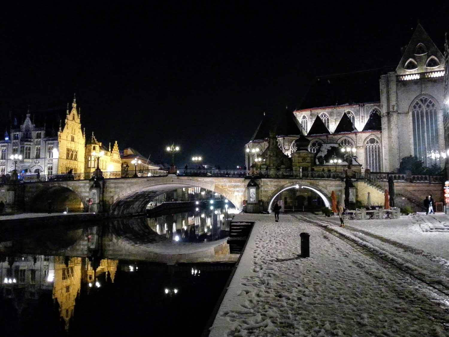 belgium-ghent-nightime-river-bridge.jpg