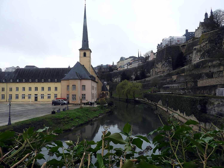 luxembourg-city-st-jean-grund-eglise-gardens.JPG