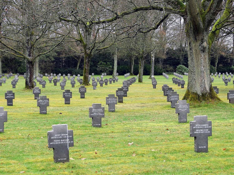 luxembourg-american-german-cemetery-wwii-ww2-headstones.jpg