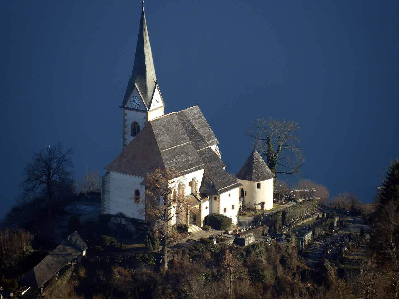austria-aussichtsturm-pyramidenkogel-church-lake.JPG