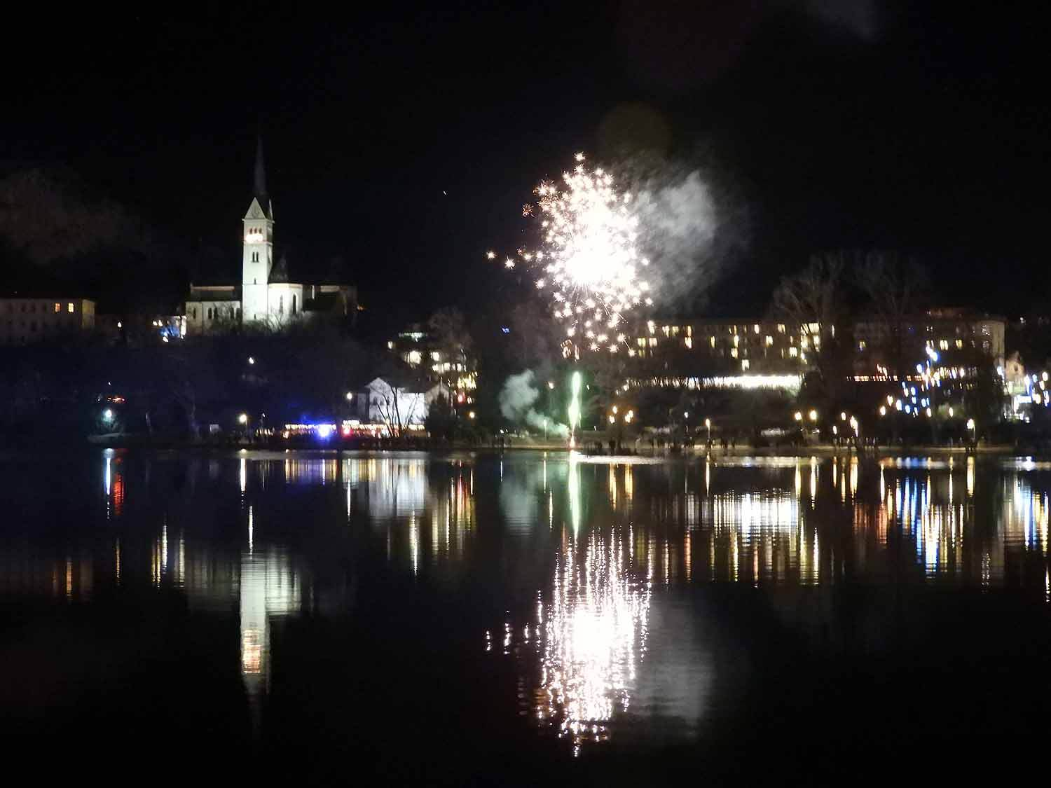 slovenia-lake-bled-new-years-eve-fireworks-church-reflection-midnight.jpg