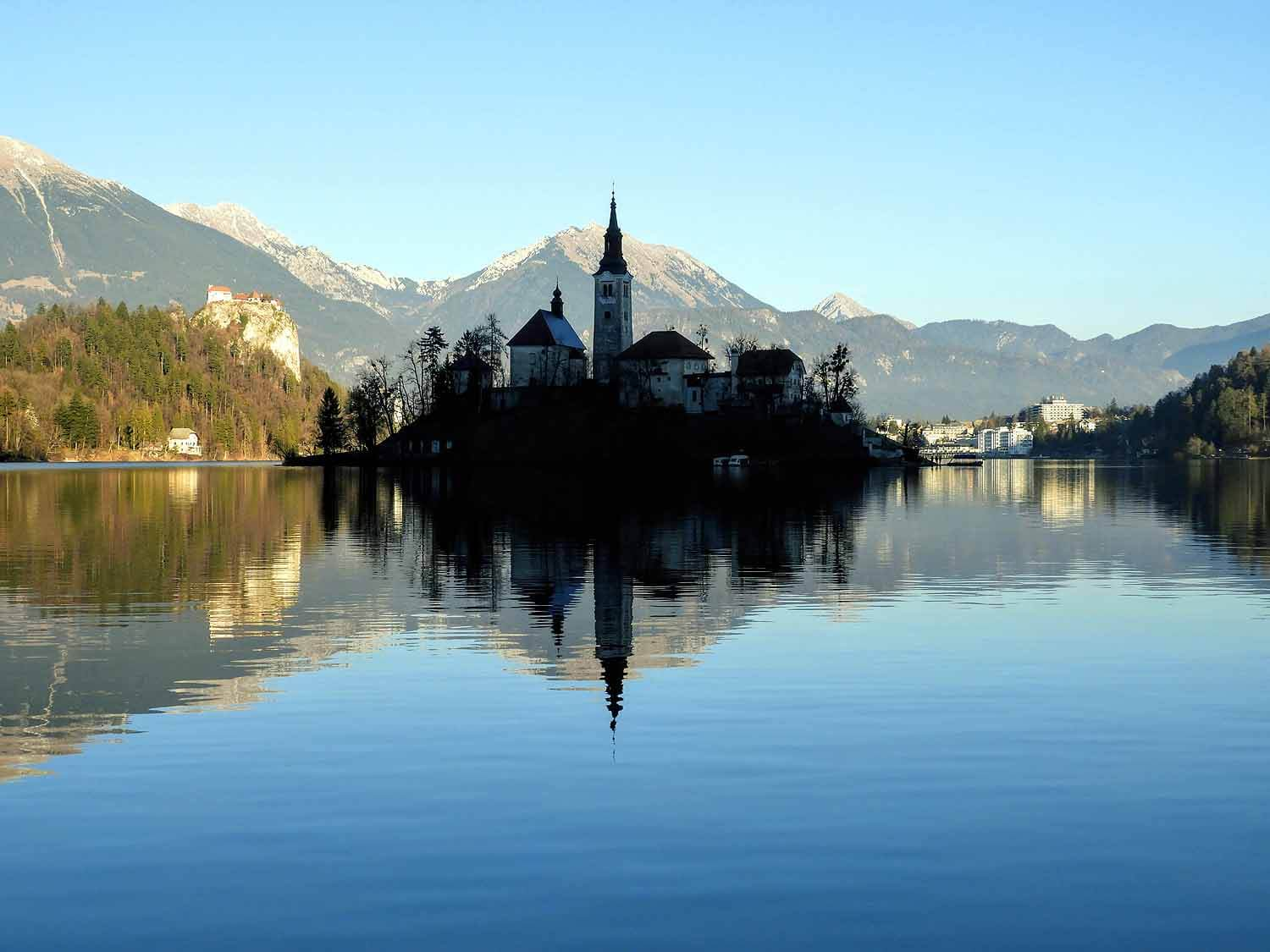 slovenia-lake-bled-island-winter.jpg