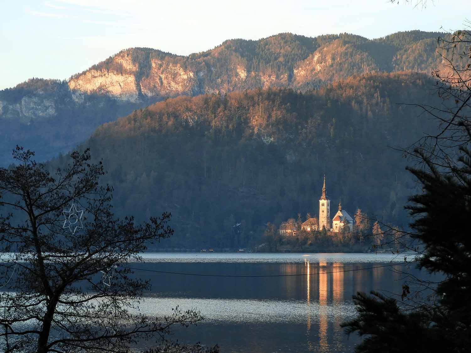 slovenia-lake-bled-winter.jpg