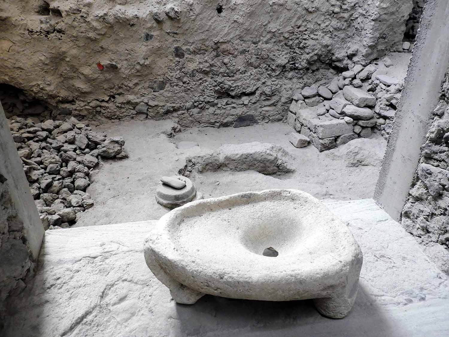 greece-santorini-akrotiri-ruins-excavation-musuem-archeology-mortar.jpg