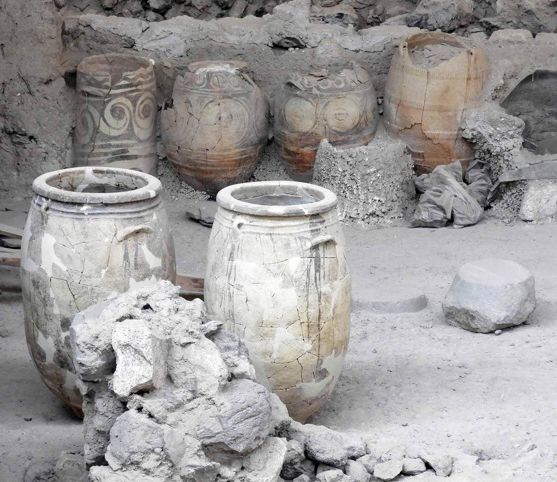 greece-santorini-akrotiri-ruins-excavation-musuem-archeology-pots.JPG
