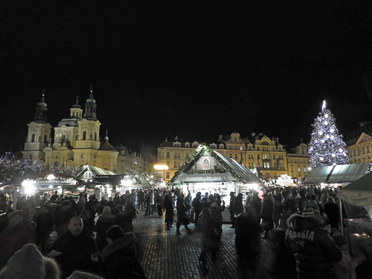 czech-prague-christmas-square-market-night.jpg
