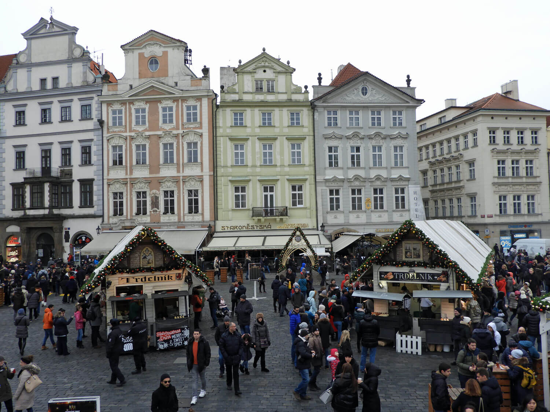 czech-prague-traditional-facade-square-market.jpg