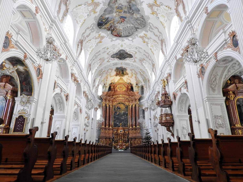 switzerland-lucerne-church-interior.jpg