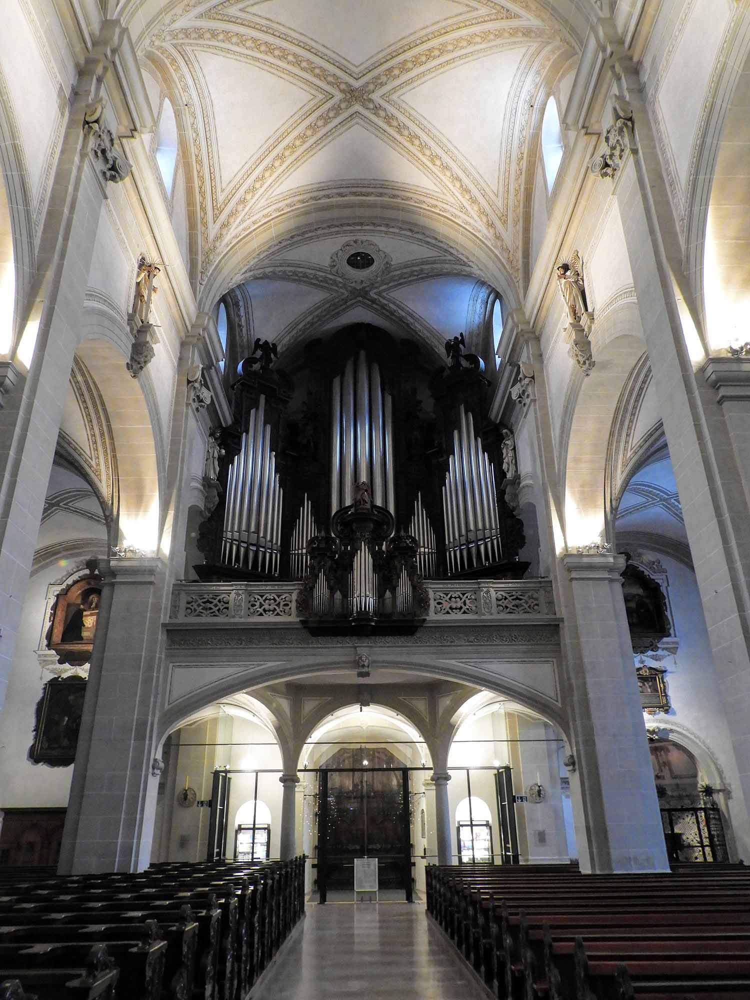 switzerland-lucerne-interior-church.jpg