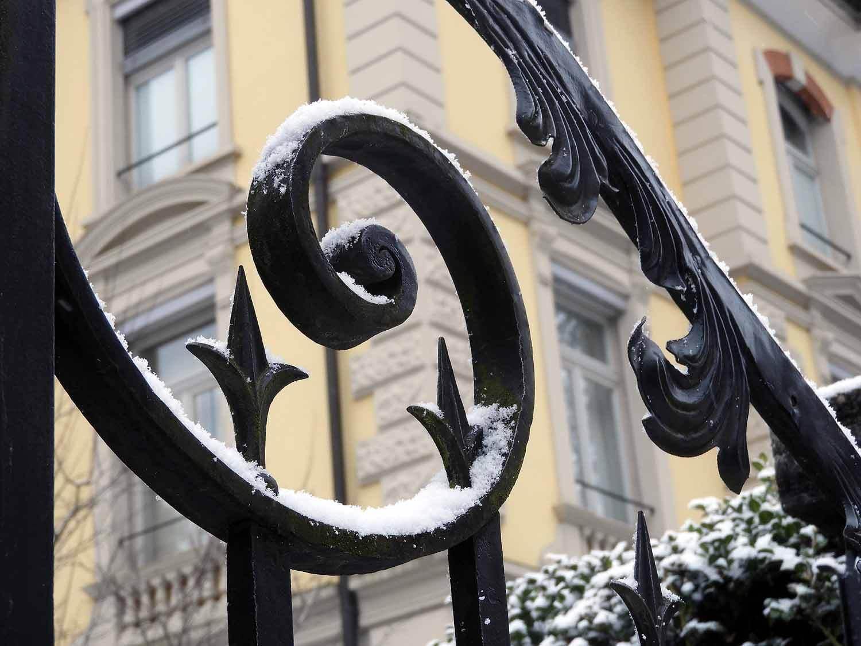 switzerland-lucerne-snow-rail-fence.JPG