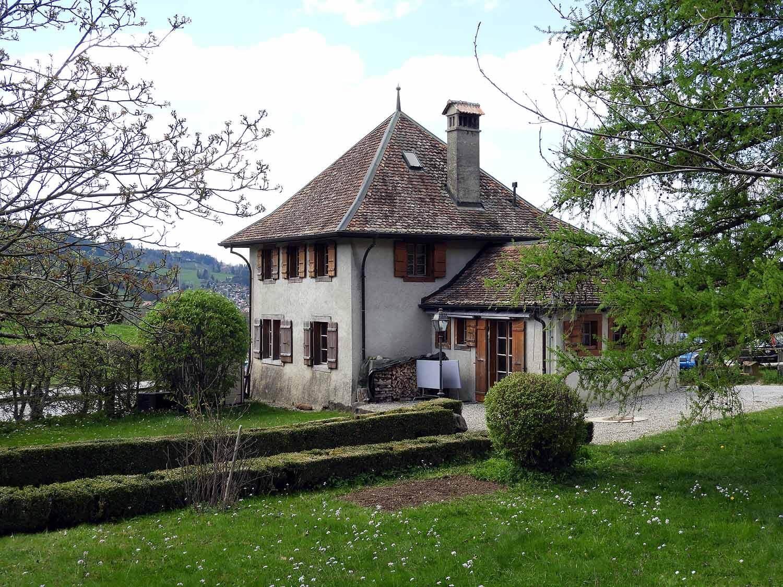 switzerland-gruyeres-old-village.JPG
