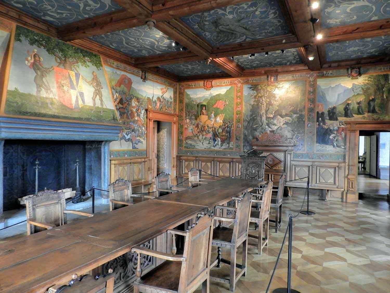 switzerland-grureyes-greyere-castle-interior.jpg