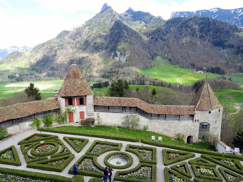 switzerland-grureyes-gruyere-castle.jpg
