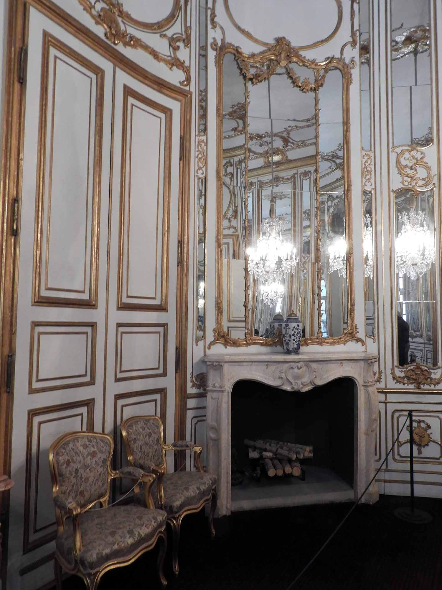 germany-stuttgart-schloss-solitude-fireplace.jpg