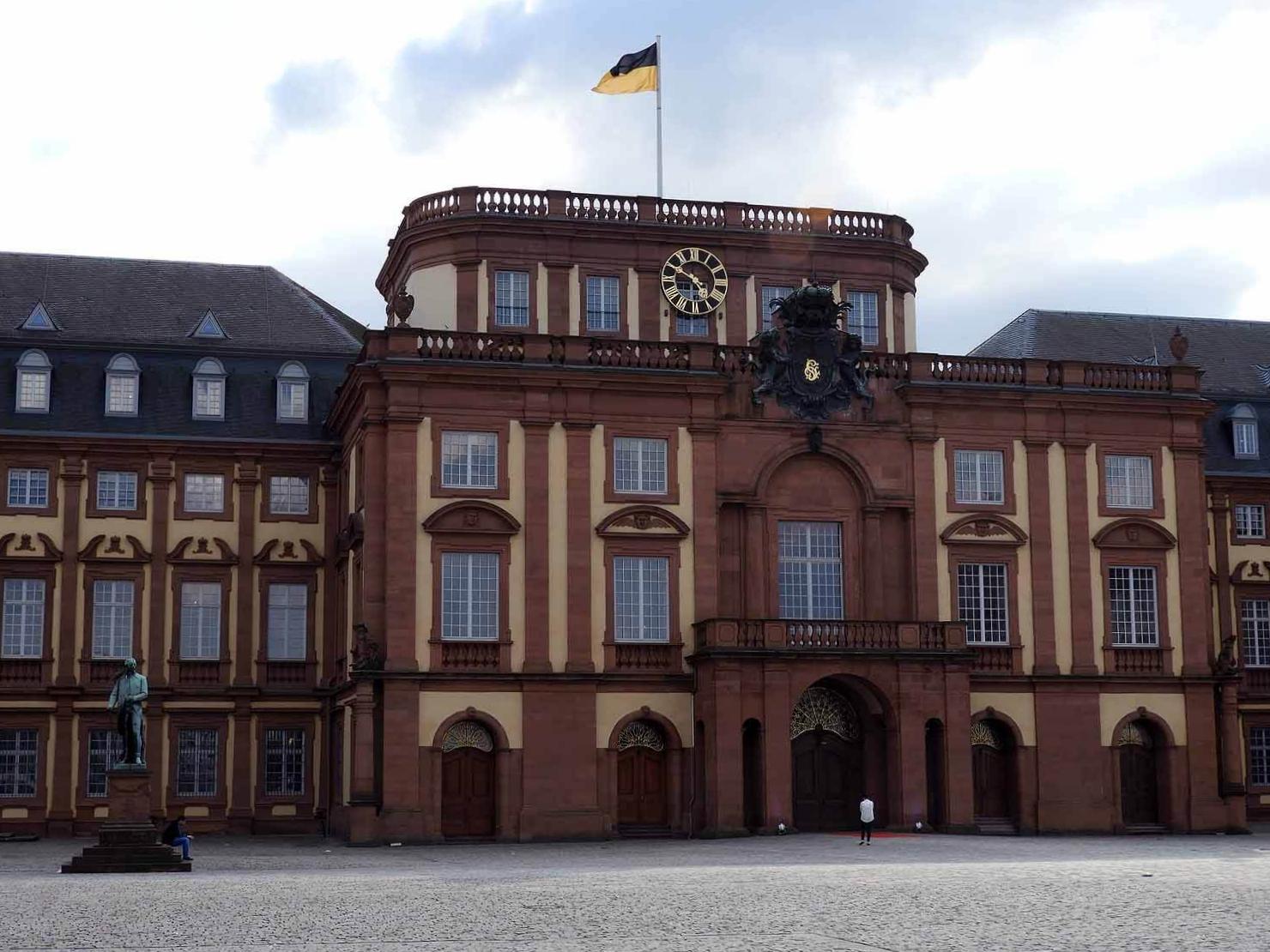 germany-mannheim-schloss-exterior.JPG