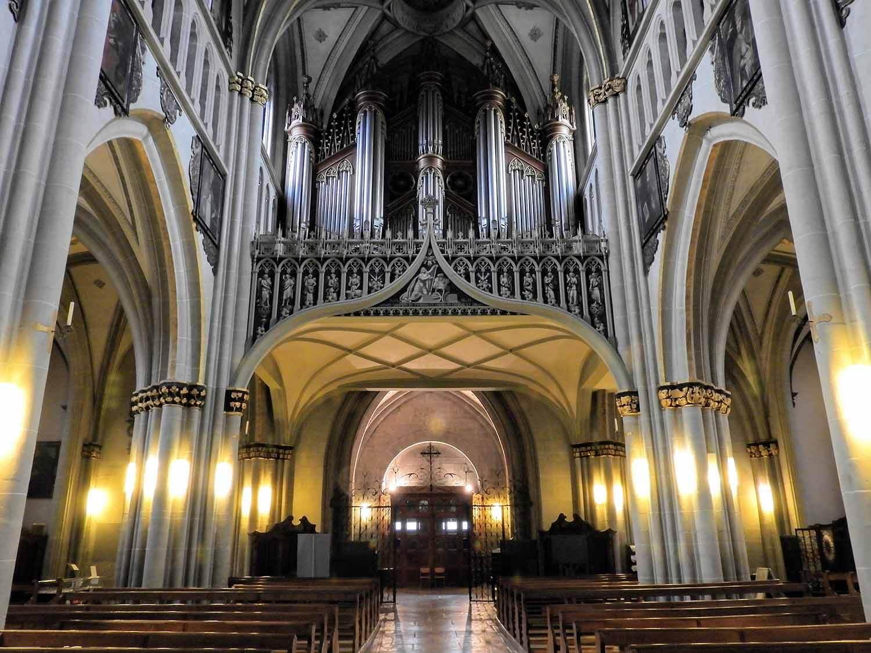 switzerland-fribourg-church-organ.jpg