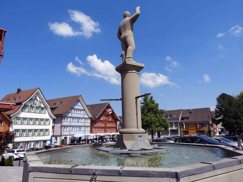 switzerland-appenzell-town-well-fountain-potable.JPG