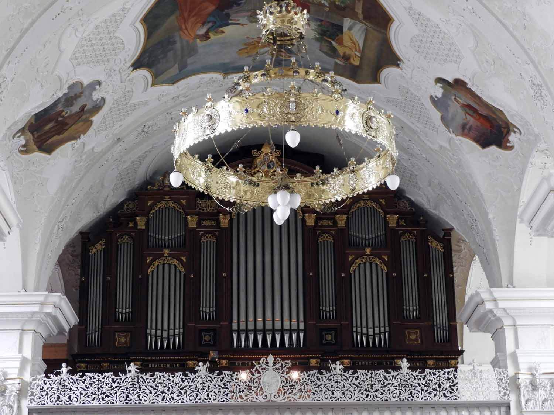 switzerland-engelberg-monestary-organ-chandellier.JPG