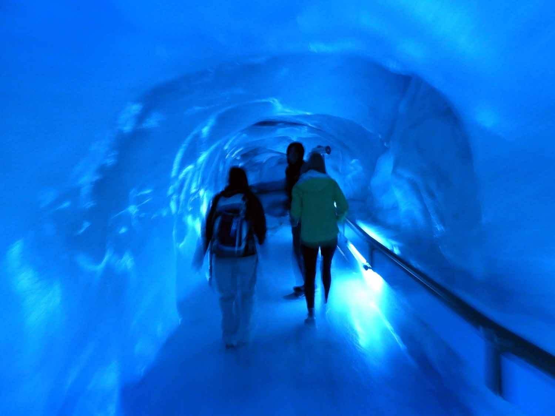 switzerland-titlis-blue-glacier-tunnel.JPG
