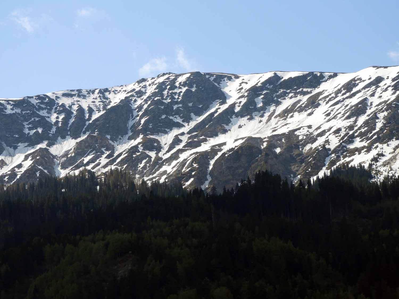 switzerland-oberalppass-vorderrhein-river-valley-morning-peaks.JPG