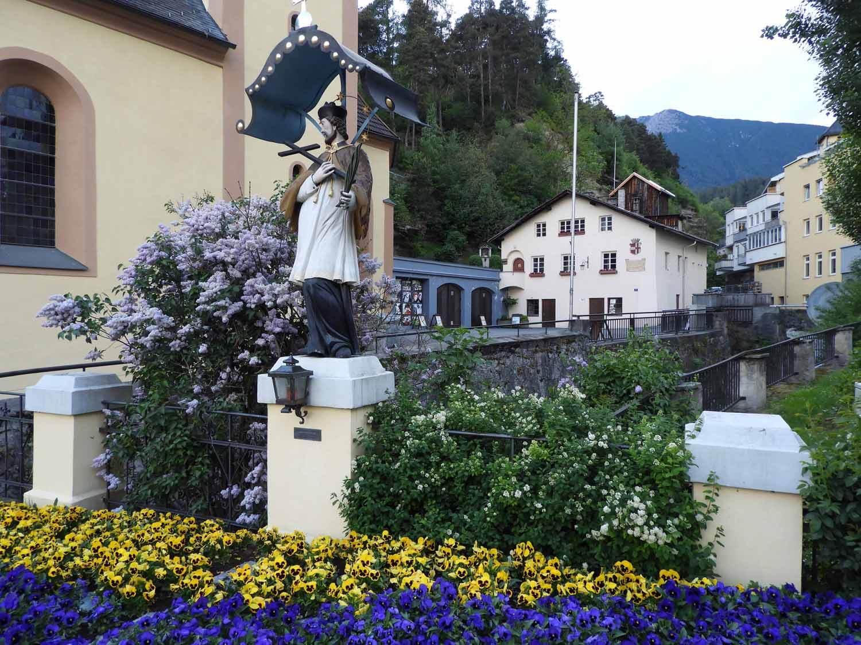 austria-imst-flowers-statue.JPG